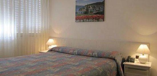 Bonne Etoile Hotel: habitaciones dbl matrimonial