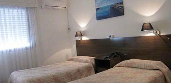 Bonne Etoile Hotel: habitaciones dobles con somier