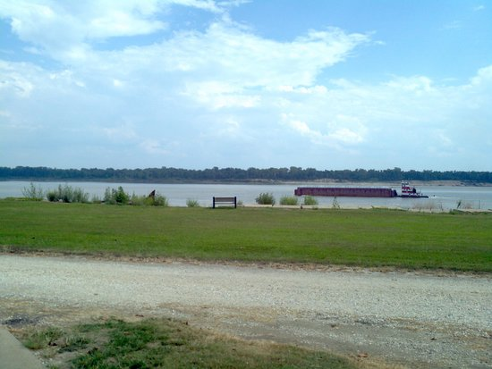 Tom Sawyer's RV Park : river view from campsite