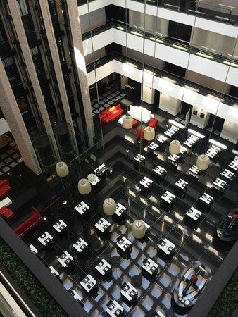 Hilton Madrid Airport: Hall hotel