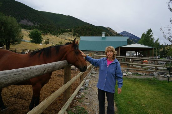 Chico Hot Springs Resort: Stables