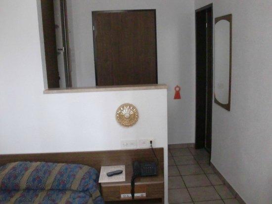 Hotel Dell'Angelo: camera singola lato porta