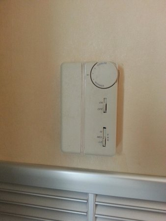 "Hyatt Regency Pittsburgh International Airport: ""Thermostat"" for a typical room"