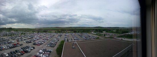 Hyatt Regency Pittsburgh International Airport: Small pano from the room looking at RWY 10L/28R