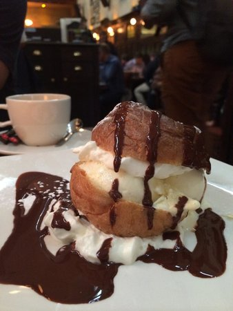 Olivier: Profiterole with ice cream and chocolate