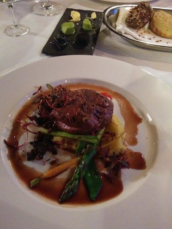 M.C. Grill: Grilled beef fillet, truffle-potato mousse, grilled aspargus, wild mushroom ragout and horseradi