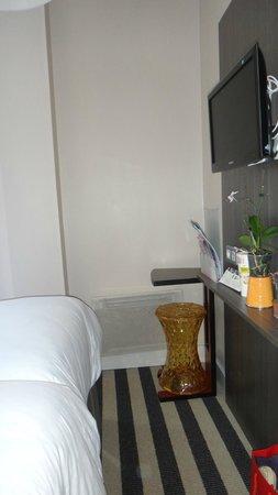 Hotel Ibis Styles Angers Centre Gare : Chambre parent espace restreinte
