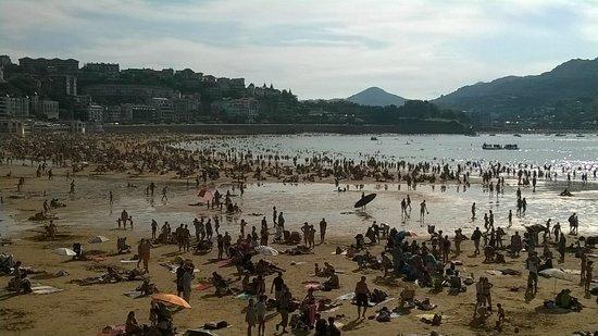La Concha Beach : Otra vista de la Playa de la Concha de San Sebastián.