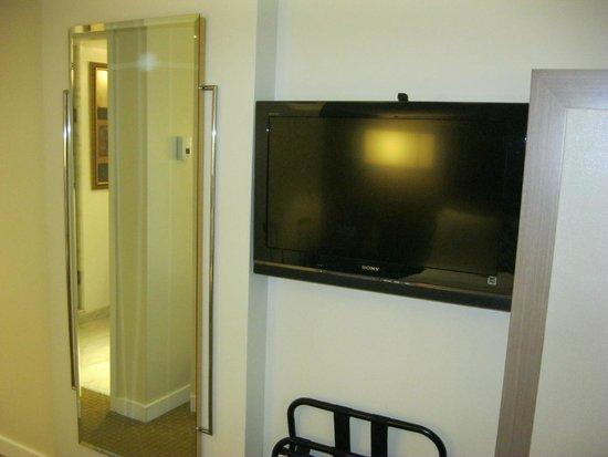 Carvi Hotel New York : Más de 200 canales de tv por cable (Warner)