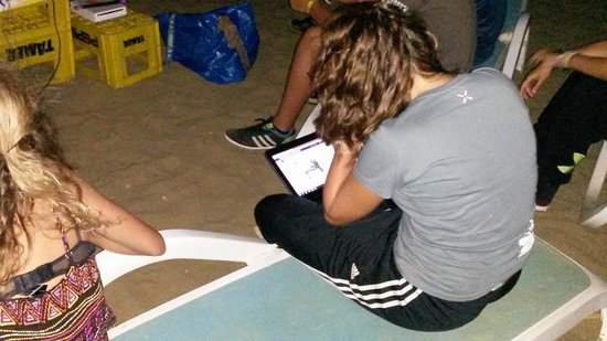 Özdere, Türkiye: Xperience sur facebook au lieu de s'occuper des enfants!