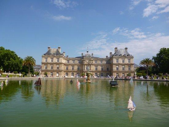 Jardin du Luxembourg : Schloß mit Teich im Vordergrund