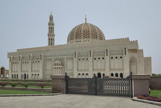 Sultan Qaboos Grand Mosque: Exterior view
