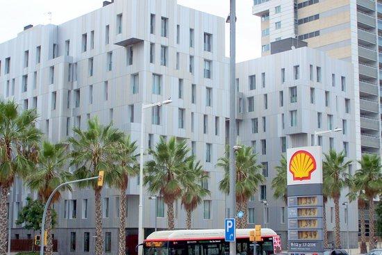 Lugaris Beach: Hotel Ansicht von der Strasse.