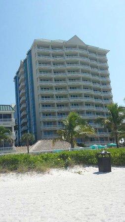 Lido Beach Resort: The hotel viewed from the beach