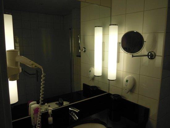 Park Inn by Radisson Stockholm Hammarby Sjostad: bathroom