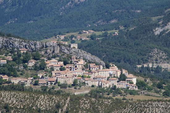 Chateau de Trigance : Village of Trigance with Castle above