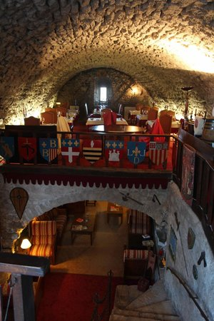 Chateau de Trigance : restaurant on top, salon downstairs