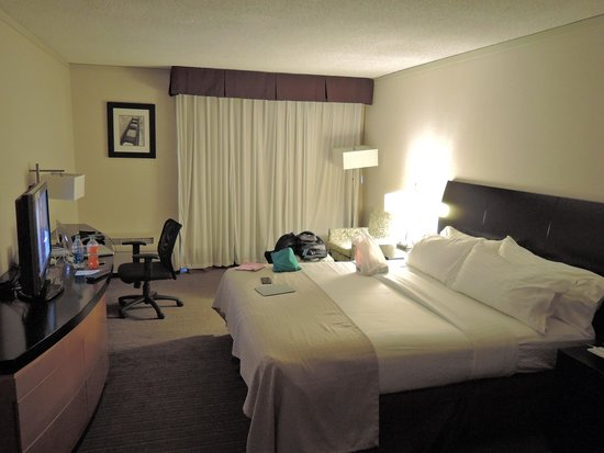 Holiday Inn Civic Center (San Francisco): View of room looking at Sliding glass door (behind curtains)