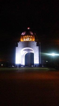 Hotel Plaza Revolución: Monumento a la revolución