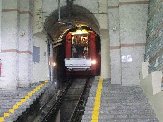 Funicolare Como-Brunate: interno della stazione