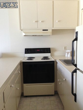 Coral Reef Inn & Suites : Küche