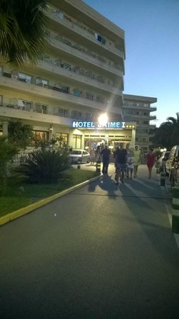 Jaime I Hotel : entrée de l'hôtel de nuit