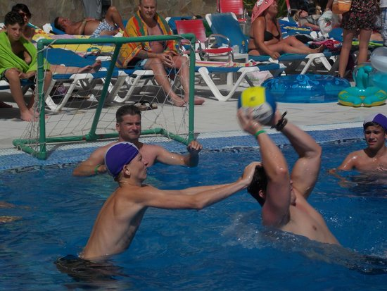 Hotel Costa Caleta: WATER POLO!!!!