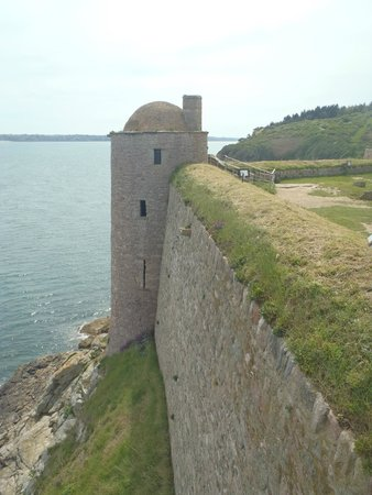 Fort La Latte : Looks tough to climb