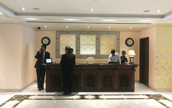 The Gateway Hotel, Agra : Lots of use of lattice and woodwork dominate aesthetics at Gateway, Agra