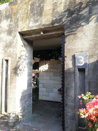 Akara Villas: doorway