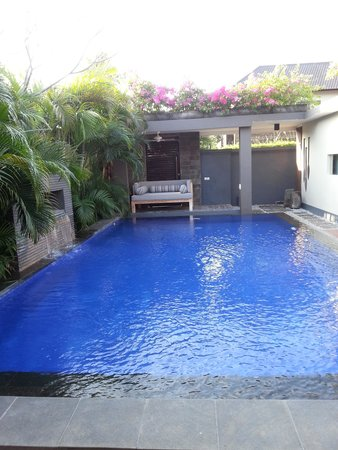Akara Villas: pool view