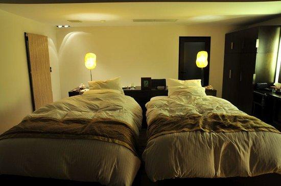 Hotel Ridge : 思わず寝そべってしまったベッド