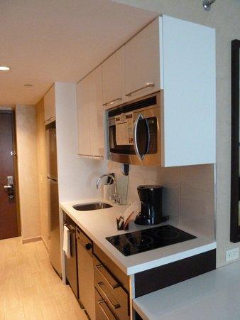 Staybridge Suites Times Square - New York City : Kitchenette