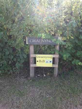 Dolanog, UK: Driveway signage