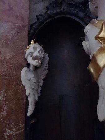 Asamkirche: Oh, what a garland