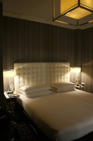 Moderne Hotel: Lit King Size