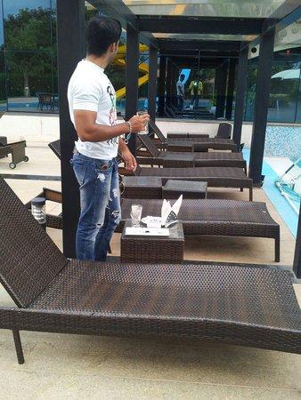 Clarks Exotica Convention Resort & Spa: Wit frndz