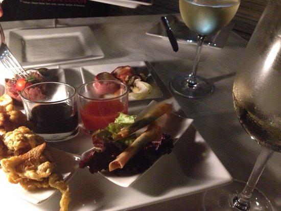 Le Carre: オードブルの盛り合わせ。日本人にちょうどよい分量。キンキンに冷えたサンセールのソーヴィニヨンブランがとっても美味しかった。