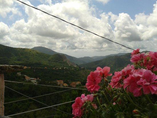 Ou grumallu Azienda Agrituristica: I geranei della terrazza