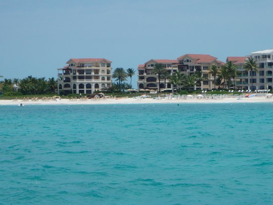 Grace Bay Club: View of the hotel from the ocean
