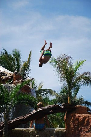 Hotel Marina El Cid Spa & Beach Resort : Cliff jump pool antics....so much fun!