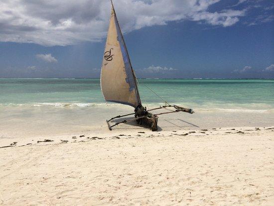 Melia Zanzibar: Une mer bleu ciel et transparente