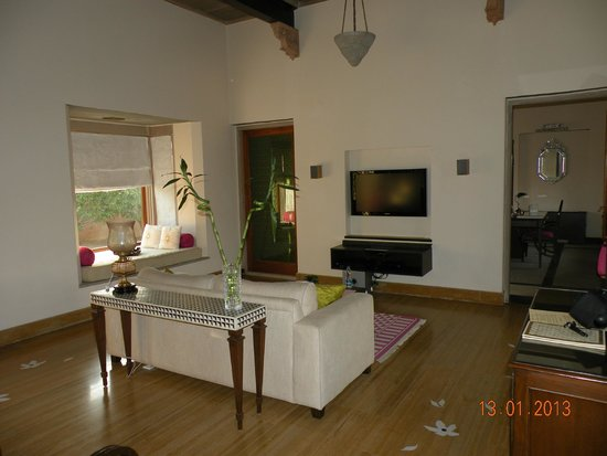 Tree of Life Resort & Spa Jaipur : Living Room Very Well Equipped
