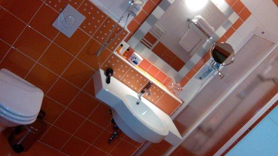Hotel Kompas : badkamer met douche