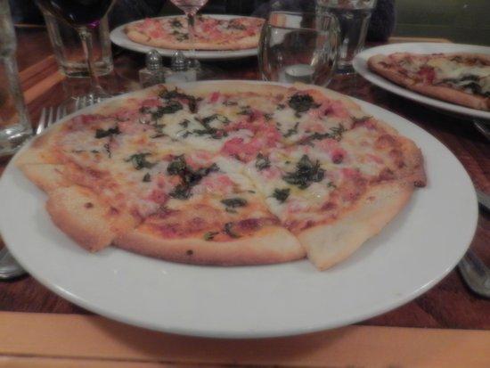 Guinness and Porcelli's: Pizza tomate basilic croustillante à souhait