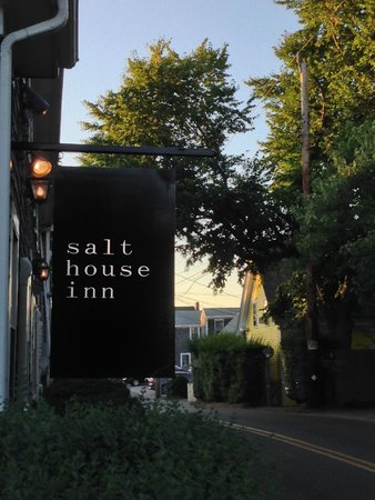 Salt House Inn : Hotel Sign