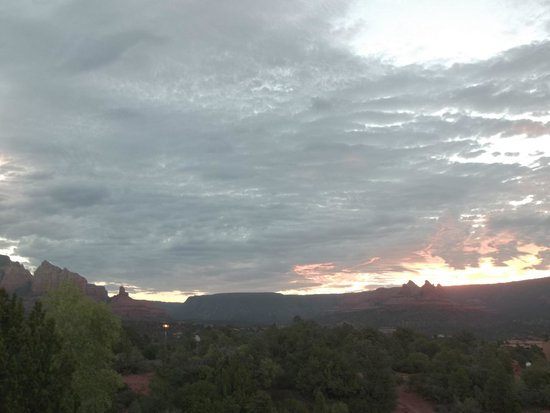 Best Western Plus Inn of Sedona: Hotel Room View Sun Rising