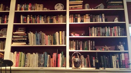 Grice-Fearing House Bed and Breakfast: Lovely library