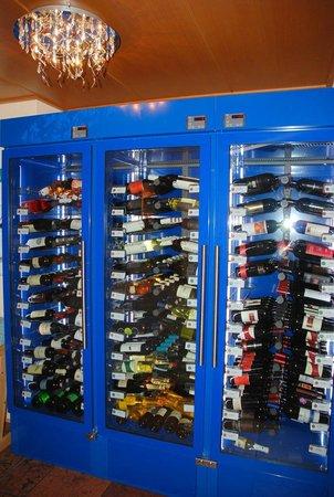 Hotel Vitaler Landauerhof: Weinschrank - Gute Winzer