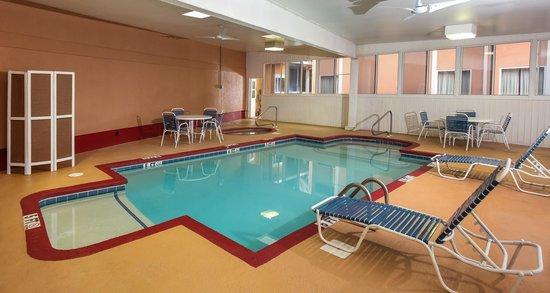 Dawson Village Inn: Indoor Pool